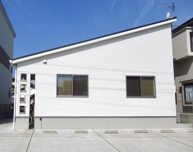 平屋の白い家のイメージ