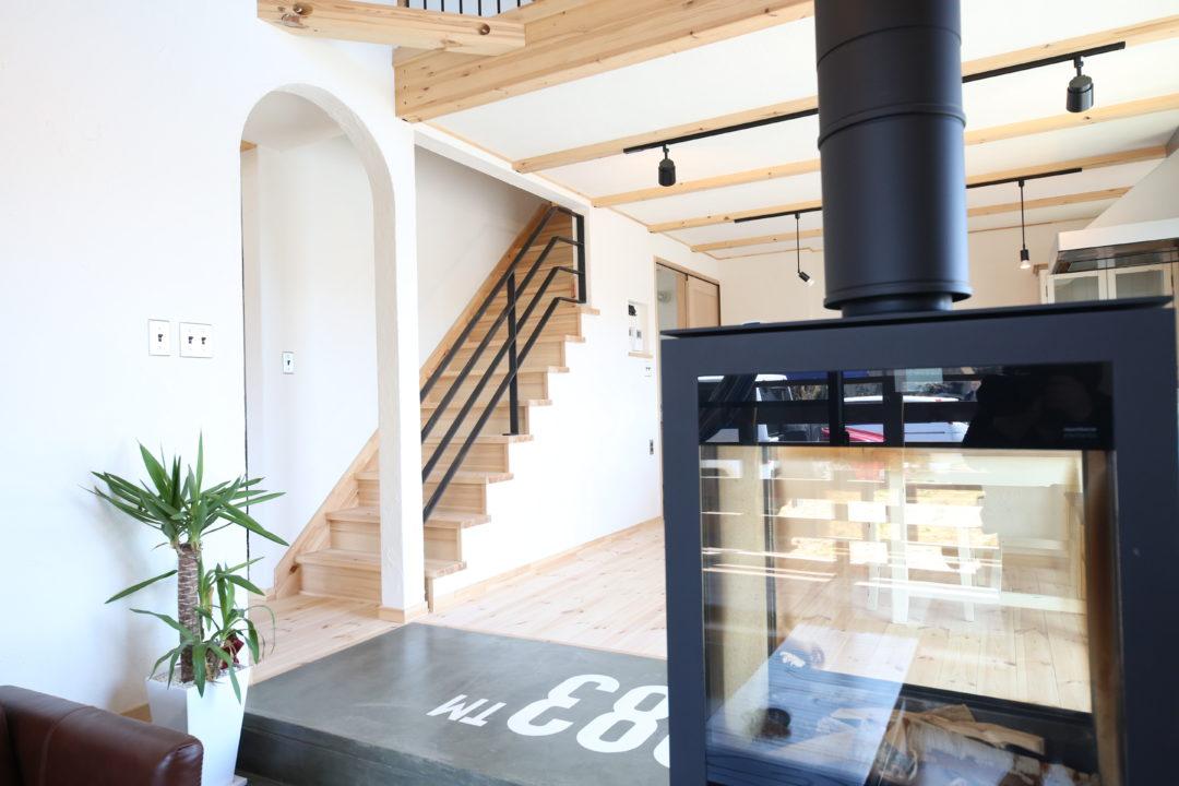 リビングの隅に設置した階段のイメージ