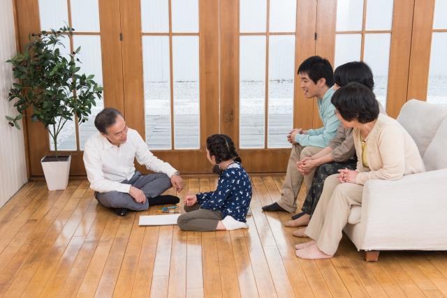 二世帯住宅を満喫する家族のイメージ