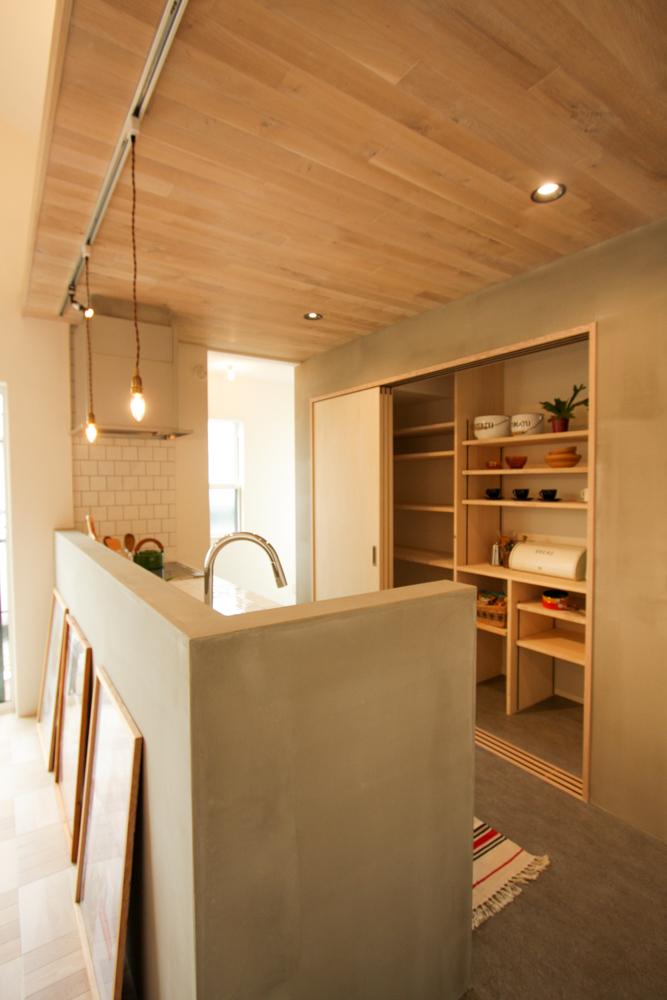 キッチン収納 引き戸 造作棚