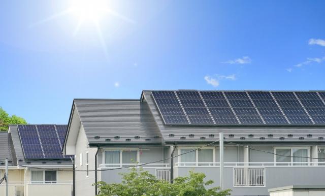 屋根と太陽光