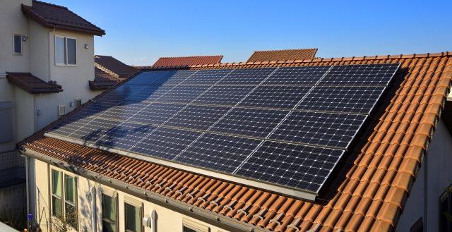 太陽光パネル搭載の家