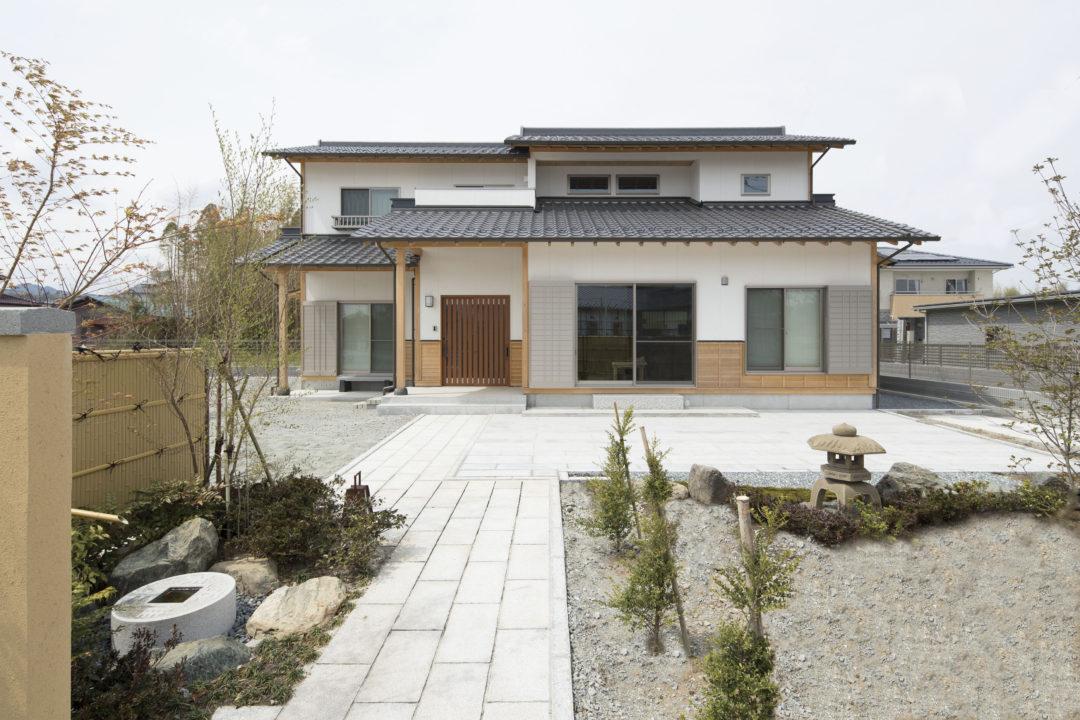 職人が木を活かし、技で生み出す、日本伝統の美しさを湛える邸宅のイメージ